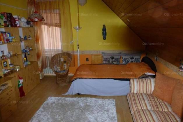 Eladó családi ház, Makó, 4+1 szobás