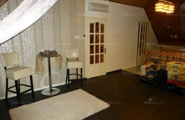 Makói eladó családi ház, 4+1 szobás, 200 négyzetméteres