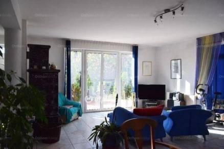 Eladó 4 szobás családi ház Budatétényen, Budapest, Budatétényi utca