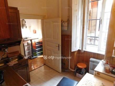 Budapesti lakás eladó, Vízivárosban, Clark Ádám tér, 2 szobás
