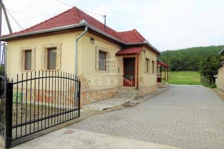 Eladó családi ház Bátor, Petőfi Sándor utca, 3 szobás
