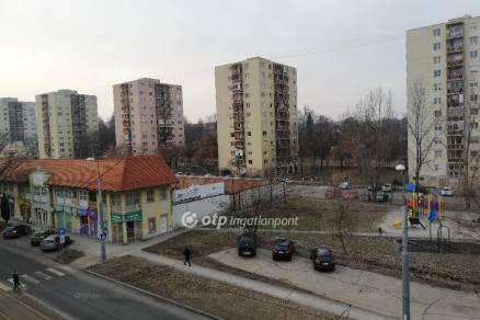 Miskolci eladó lakás, 2+1 szobás, Városház tér