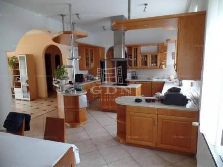 Családi ház eladó Vác, 370 négyzetméteres