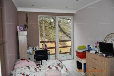 Tatai lakás eladó, 65 négyzetméteres, 3 szobás