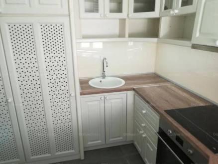 Pécs 2+1 szobás lakás kiadó