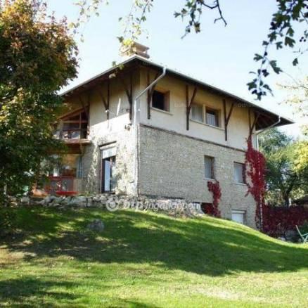 Budapest eladó családi ház, Remetekertváros, 250 négyzetméteres