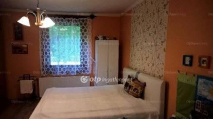 Békéscsabai eladó családi ház, 2+1 szobás, az Aradi utcában