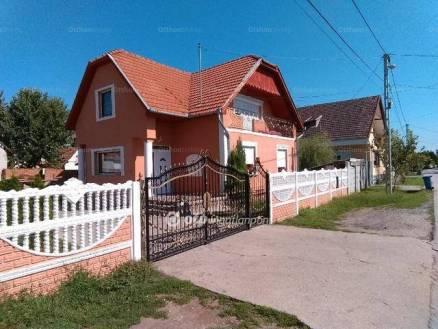 Eladó családi ház, Békéscsaba, 4 szobás
