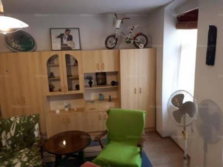 Családi ház eladó Pécs, 32 négyzetméteres