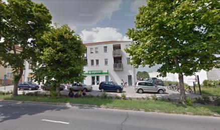 Törökszentmiklós eladó teremgarázs a Kossuth Lajos utcában 141.