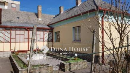 Szigetvári családi ház eladó a Deák Ferenc téren, 175 négyzetméteres