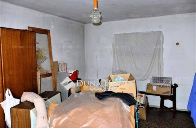 Csolnoki családi ház eladó a Hősök téren, 145 négyzetméteres