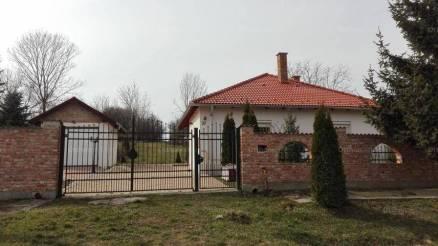 Eladó családi ház Duka, Kossuth Lajos utca, 2 szobás
