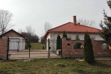 Duka 2 szobás családi ház eladó a Kossuth Lajos utcában