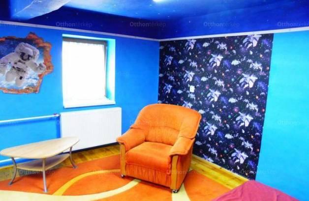 Eladó, Békéscsaba, 2+1 szobás