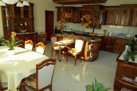 Kaposvári eladó családi ház, 7 szobás, 420 négyzetméteres