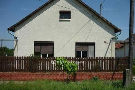 Eladó családi ház Kunmadaras, 2+1 szobás