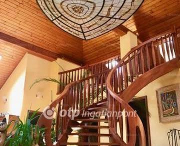 Eladó 5 szobás családi ház Tata