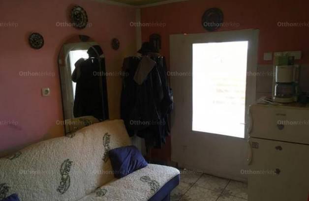 Eladó, Rácalmás, 2 szobás
