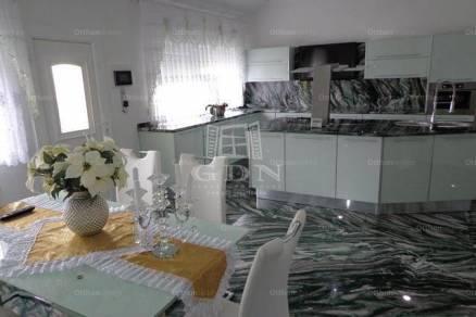 Eladó családi ház, Bük, 8 szobás