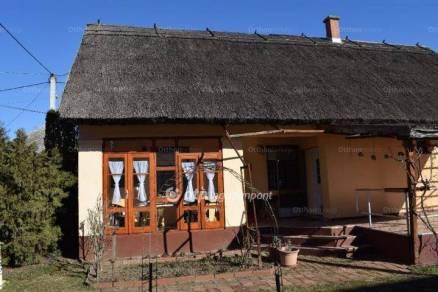 Tiszafüredi családi ház eladó a Bartók Béla utcában, 106 négyzetméteres