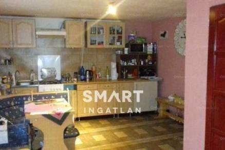 Eladó 2+1 szobás családi ház Esztergom