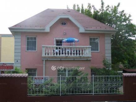 Balatonalmádi családi ház eladó, 180 négyzetméteres
