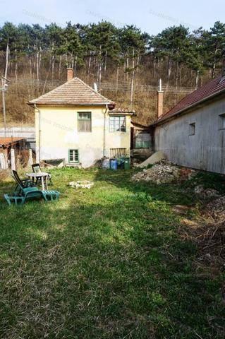 Veszprémi eladó ház, 2 szobás, 50 négyzetméteres