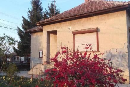 Tiszaföldvári családi ház eladó, 80 négyzetméteres, 3 szobás