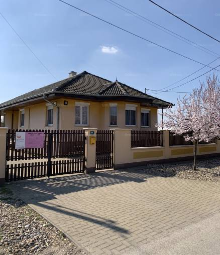 Eladó 4+1 szobás családi ház Dabas, Bem utca