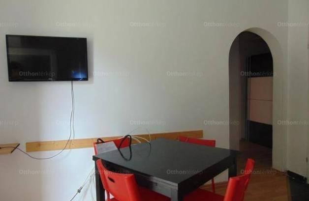 Pécsi lakás kiadó, 40 négyzetméteres, 2 szobás