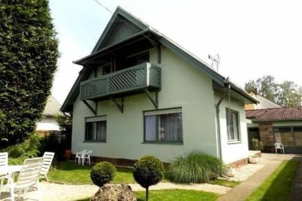Kiadó nyaraló Balatonlelle, Pipacs sor, 6 szobás
