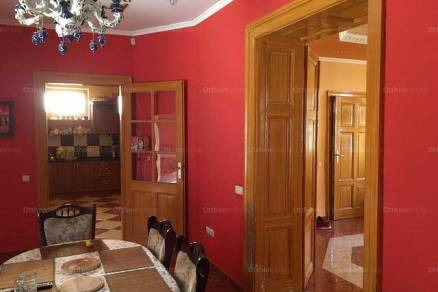 Eladó 3+3 szobás családi ház Paks