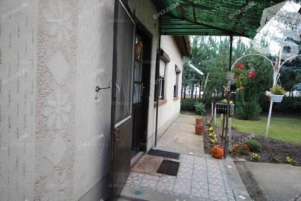 Kiskunfélegyházai eladó családi ház, 2 szobás