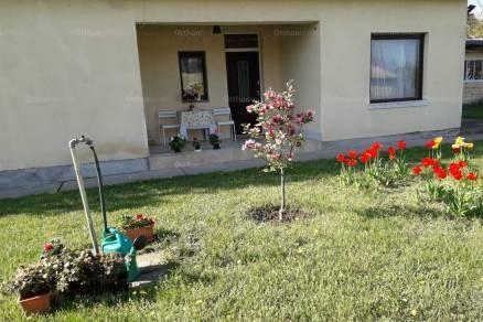 Baracskai családi ház eladó Rákóczi utca 55-ben, 100 négyzetméteres