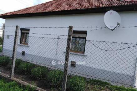 Eladó családi ház Fegyvernek, 3+1 szobás