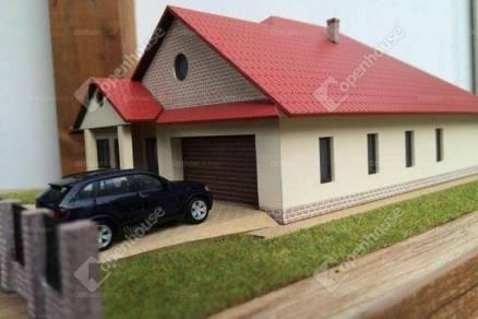 Debreceni telek eladó, 711 négyzetméteres