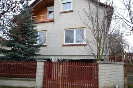 Eladó 3+1 szobás családi ház Abádszalók