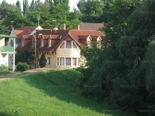 Szolnok ház eladó, Bástya utca, 6+2 szobás