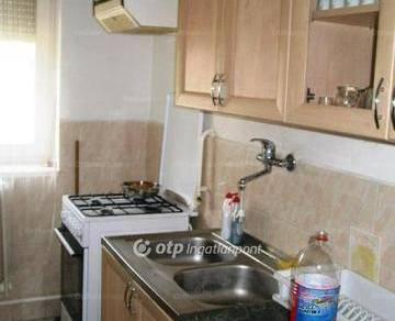 Komlói eladó családi ház, 3 szobás