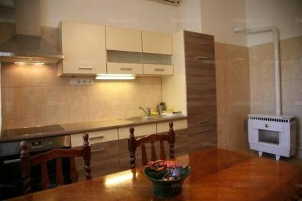 Székesfehérvári kiadó lakás, 4 szobás, 111 négyzetméteres