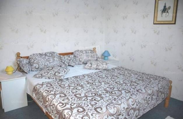 Eladó családi ház Balatonlelle, 12 szobás