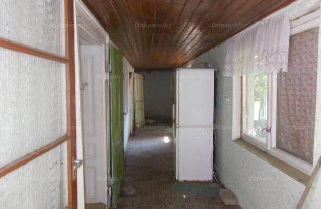 Hódmezővásárhelyi eladó családi ház, 2 szobás, 100 négyzetméteres