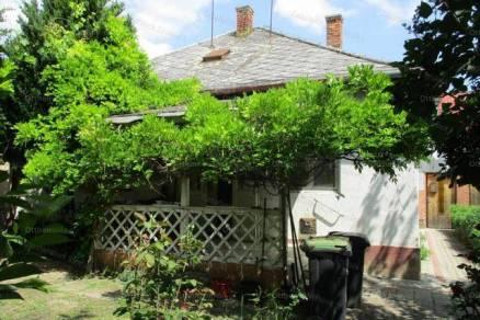 Eladó családi ház Szolnok, 2+1 szobás