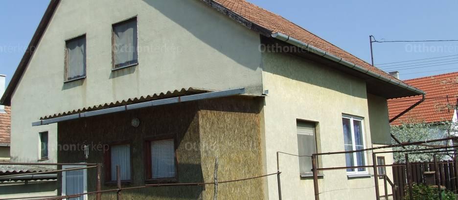 Eladó családi ház, Hódmezővásárhely a Pipacs utcában, 2+3 szobás
