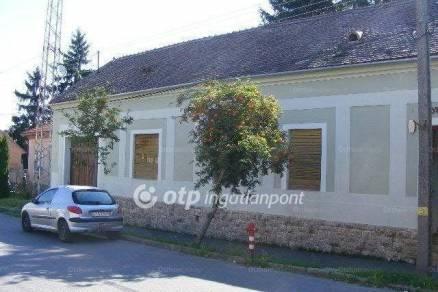 Pécsváradi eladó családi ház, 3 szobás, a Kossuth Lajos utcában