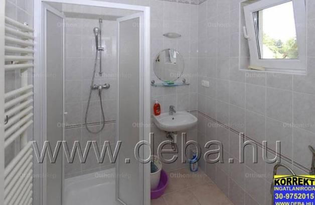 Eladó családi ház Balatonboglár, 8 szobás