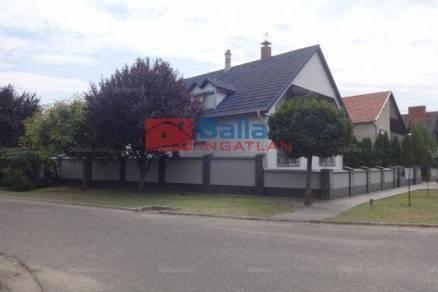 Tiszakécskei családi ház eladó a Szabolcska Mihály utcában, 200 négyzetméteres