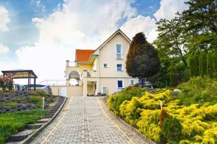 Eladó családi ház, Sukoró az Erdész utcában, 5 szobás