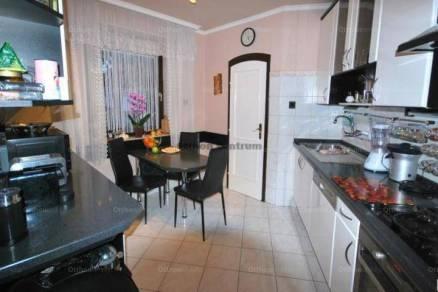 Eladó 4+1 szobás ikerház Madárdombon, Budapest